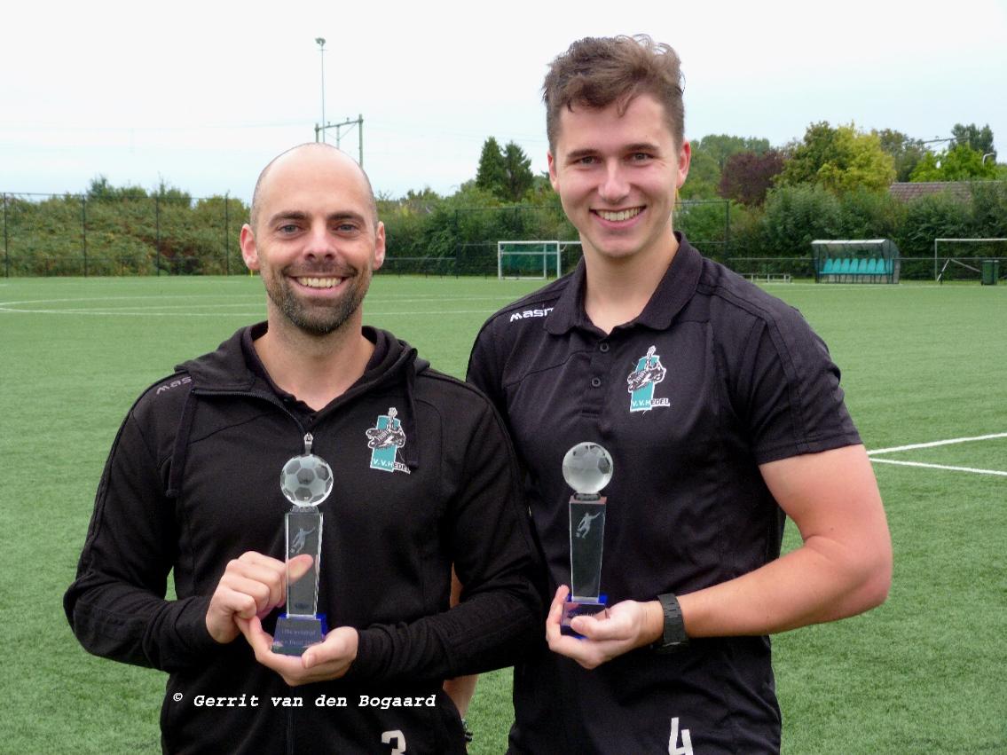 Op zondag 3 oktober speelden Sander van Wijnen en Remco van Gelder hun 100ste wedstrijd in het eerste elftal van vv Hedel, Namens vvhedel en alle supporters van Harte Gefeliciteerd